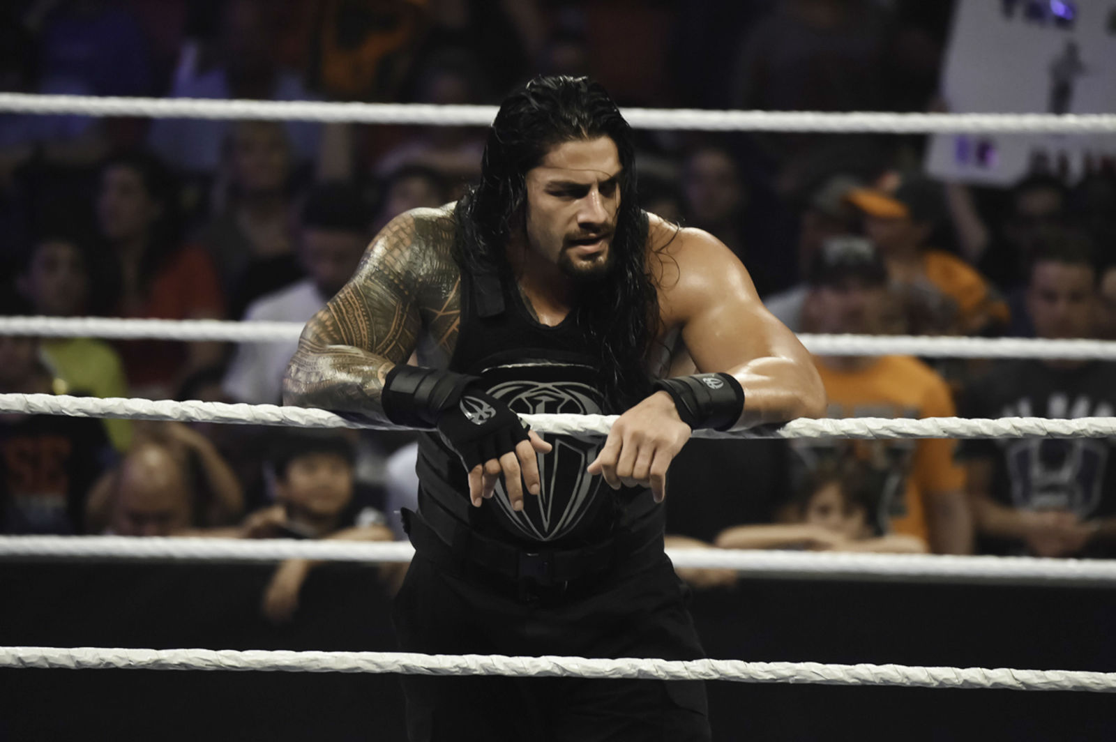 gallery-1466537776-reigns1